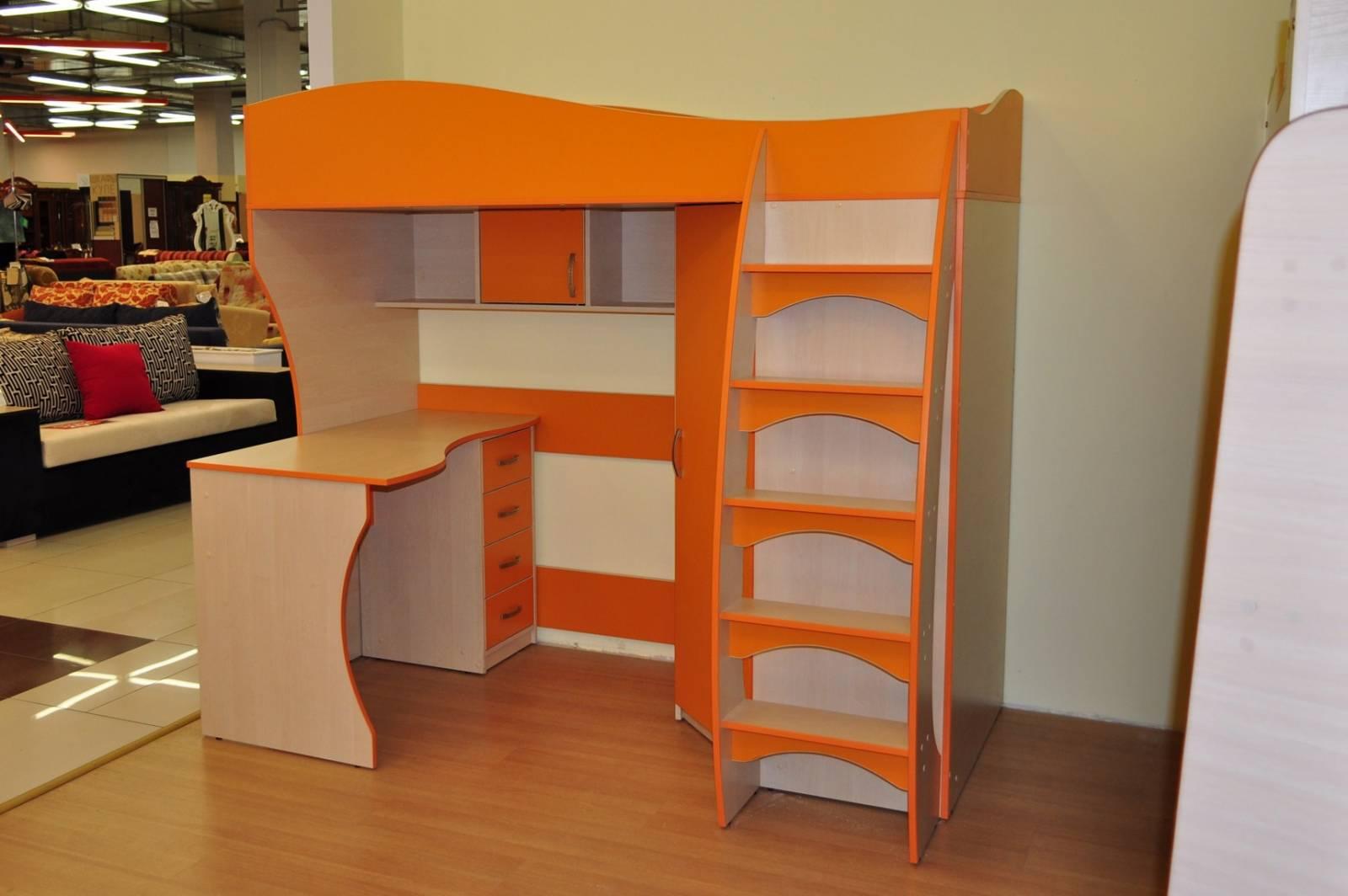 Фото: кровать чердак со шкафом со столом с нишей под диван и.